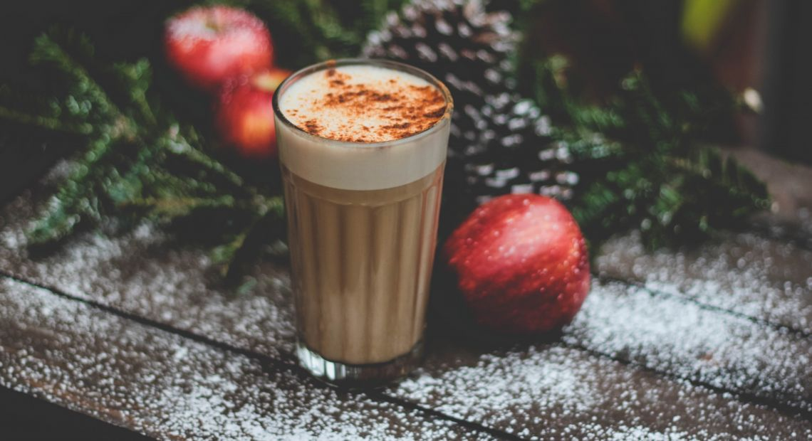 Hot chocolate drink with spices and liquor