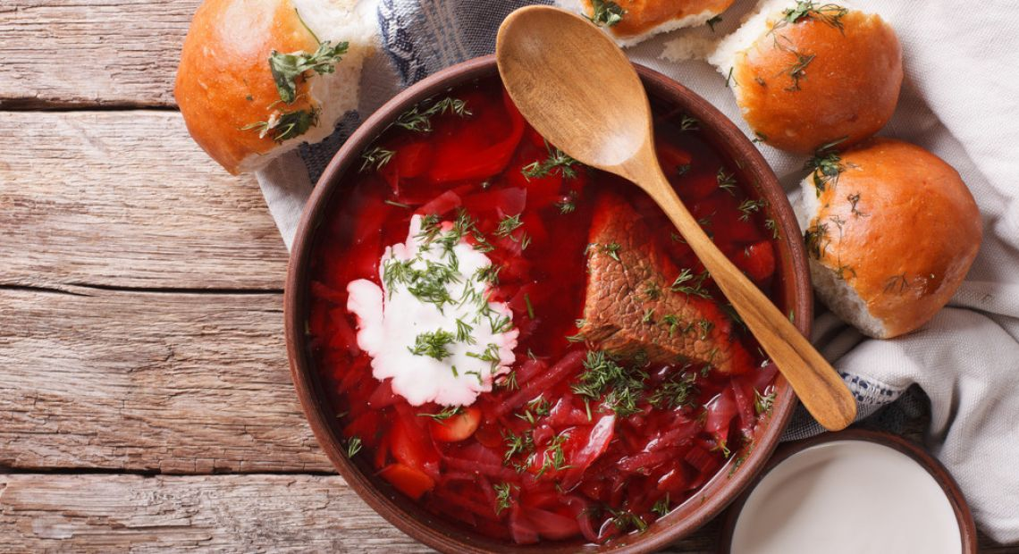 Ukrainian borsch with sour cream and pampushky