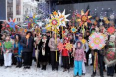 many Ukrainians with Christmas stars
