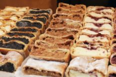 Strudel with poppy seeds and apples
