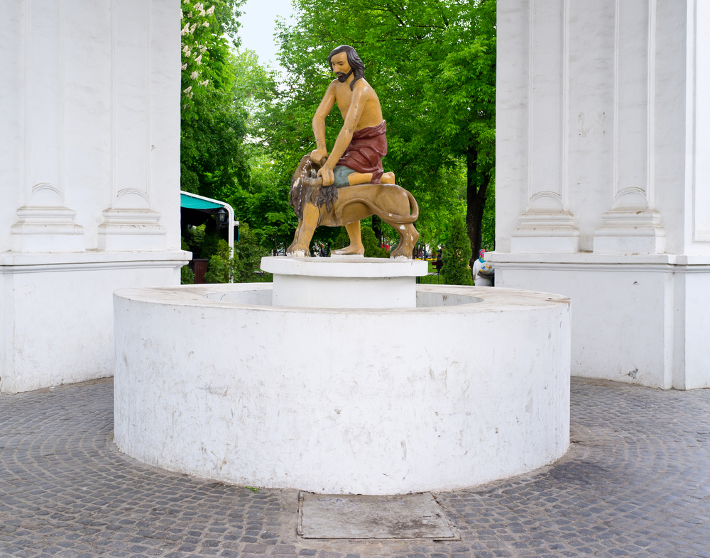 statue of Samson and lion in Kyiv