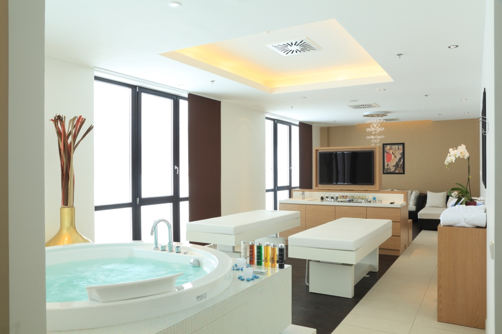 SPA room with jacuzzi