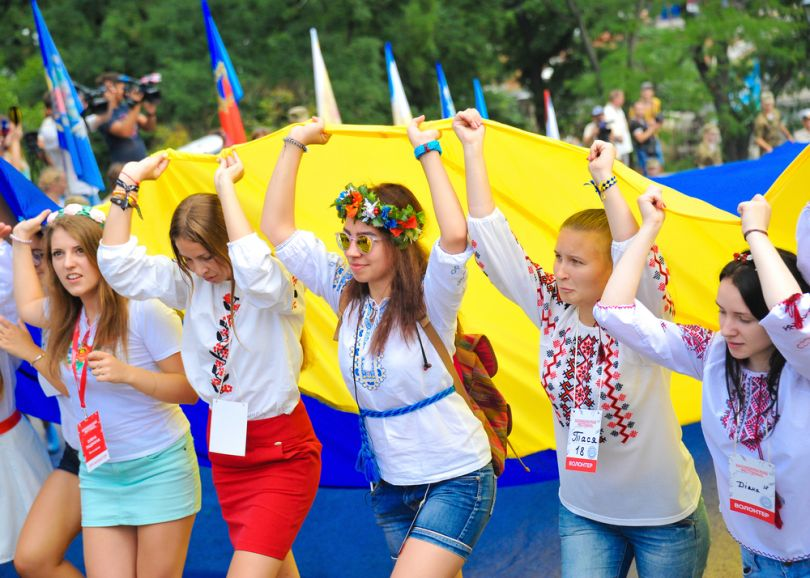 People in vyshyvanka carry a huge Ukrainian flag