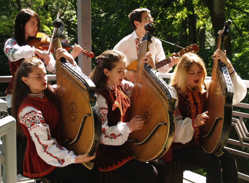 People playing the traditional Ukrainian instrument Bandura