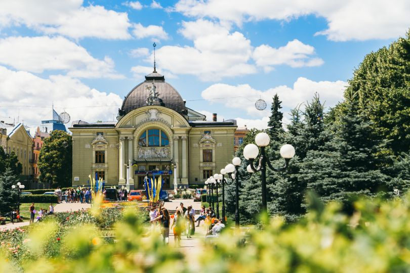 Travel to Chernivtsi in Bukovina: What to See and Things to Do
