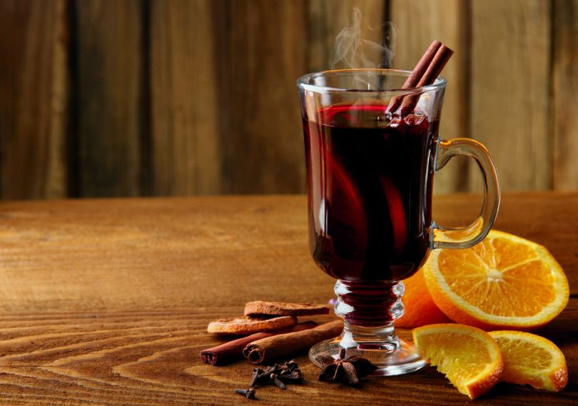 Red mulled wine with oranges