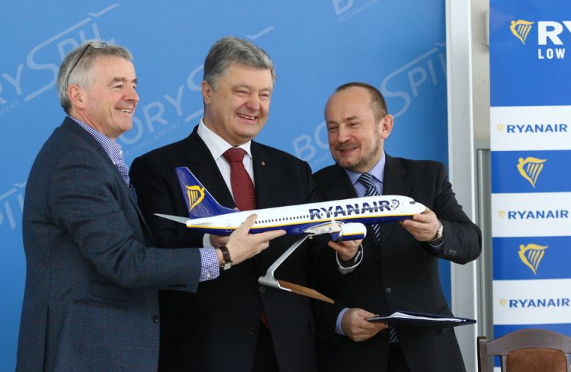 Ukrainian president Petro Poroshenko celebrates Ryanair entering the Ukrainian market