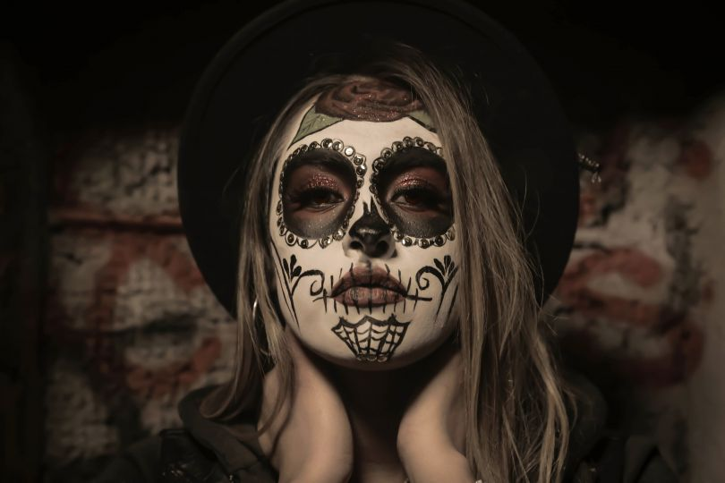 girl with spooky makeup