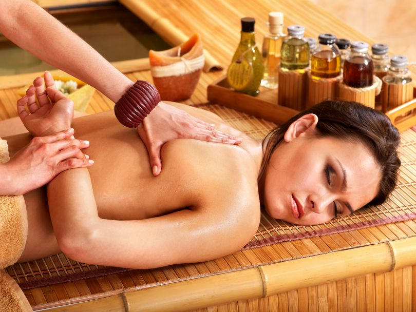 Thai massage with essential oils