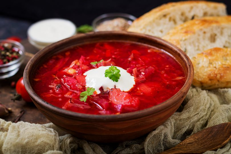 Borshcht with dark bread